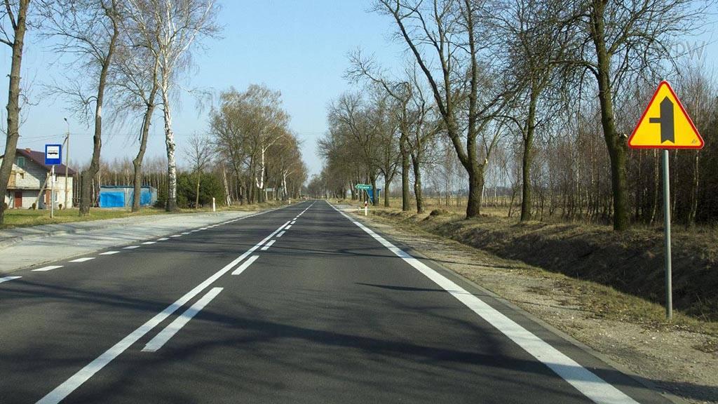 Pozycja pojazdu na drodze, wjazd i zjazd ze skrzyżowania, zatrzymanie i postój (jazda na suwak, korytarz życia)