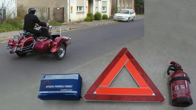 Wyposażenie pojazdu związane z bezpieczeństwem, wykorzystanie środków ochronnych, takich jak  rękawice, obuwie, ubranie i kask